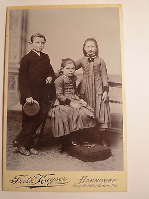Hannover - 3 Kinder - Junge mit Mütze & 2 Mädchen - Portrait / KAB