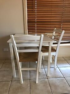 Freedom furniture table and chaire Rosemeadow Campbelltown Area Preview