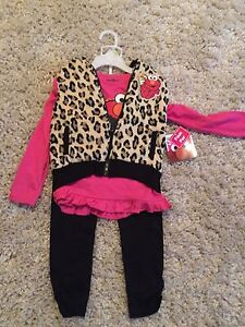 BRAND NEW GIRLS SIZE 4T OUTFIT WITH FAUX FUR VEST!