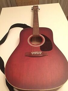Art and luthie acoustic guitar