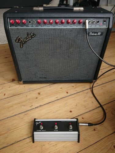 Fender Deluxe 85 Red Knob Guitar Amplifier - Dual 2 Channel Switching 1x12