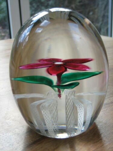STRATHEARN GLASS PAPERWEIGHT FLOWER S76 CANE  + LABEL
