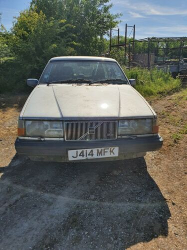 Barn-Find-Volvo-940-20-Estate-Parked-up-since-the-year-2000