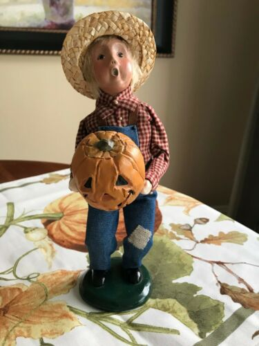Byers Choice Carolers HALLOWEEN Harvest Boy holding Jack-O-Lantern Pumpkin 2003
