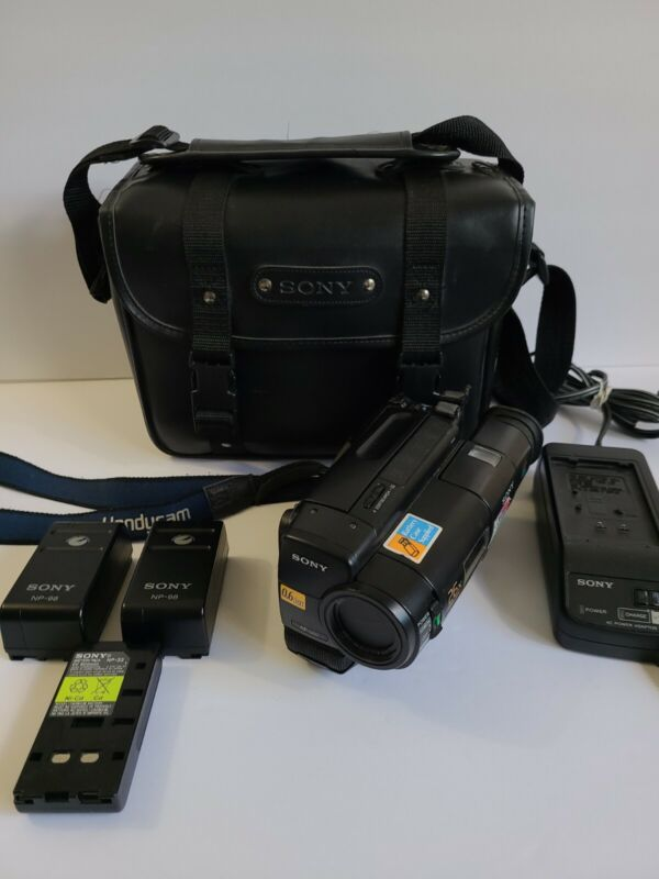 Sony Handycam CCD-TR66 Hi8 26x Zoom Camcorder, Case and Charger Cord/AC Supply