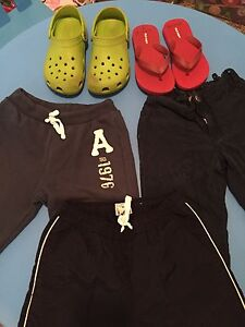 6-8 ans ( 3 pants + 2 sandals Crocs) size 2-4