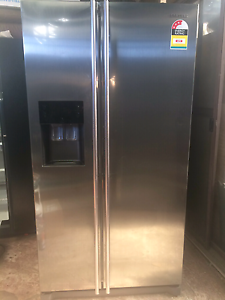 Samsung Side by Side Fridge with ice maker water dispenser Clayton South Kingston Area Preview