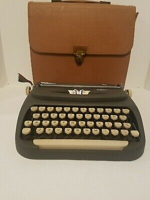 Vintage Royal Dart Portable Typewriter, with leather case/All Functions Tested