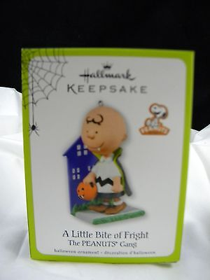 Hallmark Halloween Ornament 2011 Charlie Brown Little Bite of Fright Peanuts NIB