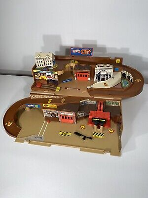 Vintage 1979 Hot Wheels Mattel City Sto & Go Playset Stow N Fold Out Portable