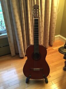 Yamaha C 70 Classical guitar with stand, music stand and case
