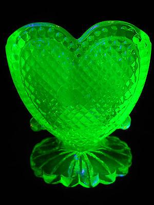 Green Vaseline glass toothpick holder uranium yellow / heart pattern radioactive