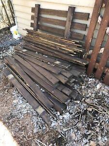 Bois traité - Ancienne clôture À donner