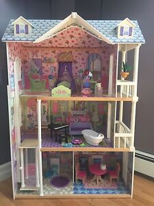 Doll house and accesories