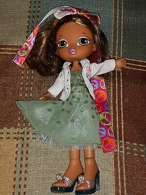 "Bratz Kidz Doll 8"" Brunette green hazel eyes with Clothes and Shoes"