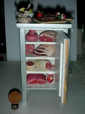 Kühlschrank antike Form/Schinken/Fleisch/Wurst/, Metzgerei, Küche,CATRICHEN 1:12