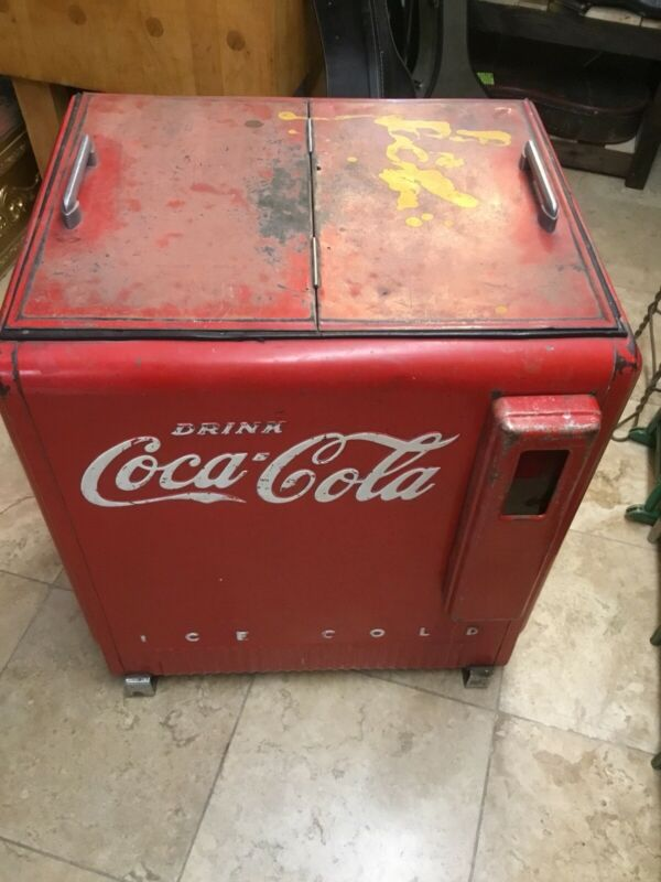 Vintage 1940s Coca Cola Ice Chest Cooler Original Embossed Cap Catcher!