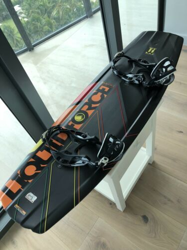 Liquid Force Watson Classic 134 Carbon Fiber Wakeboard with Hyperlite Bindings