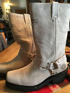 Ladies Harley Davidson Leather riding boots - Size 9