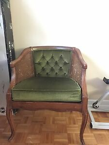 Beautiful green antique chair  West Island Greater Montréal image 1