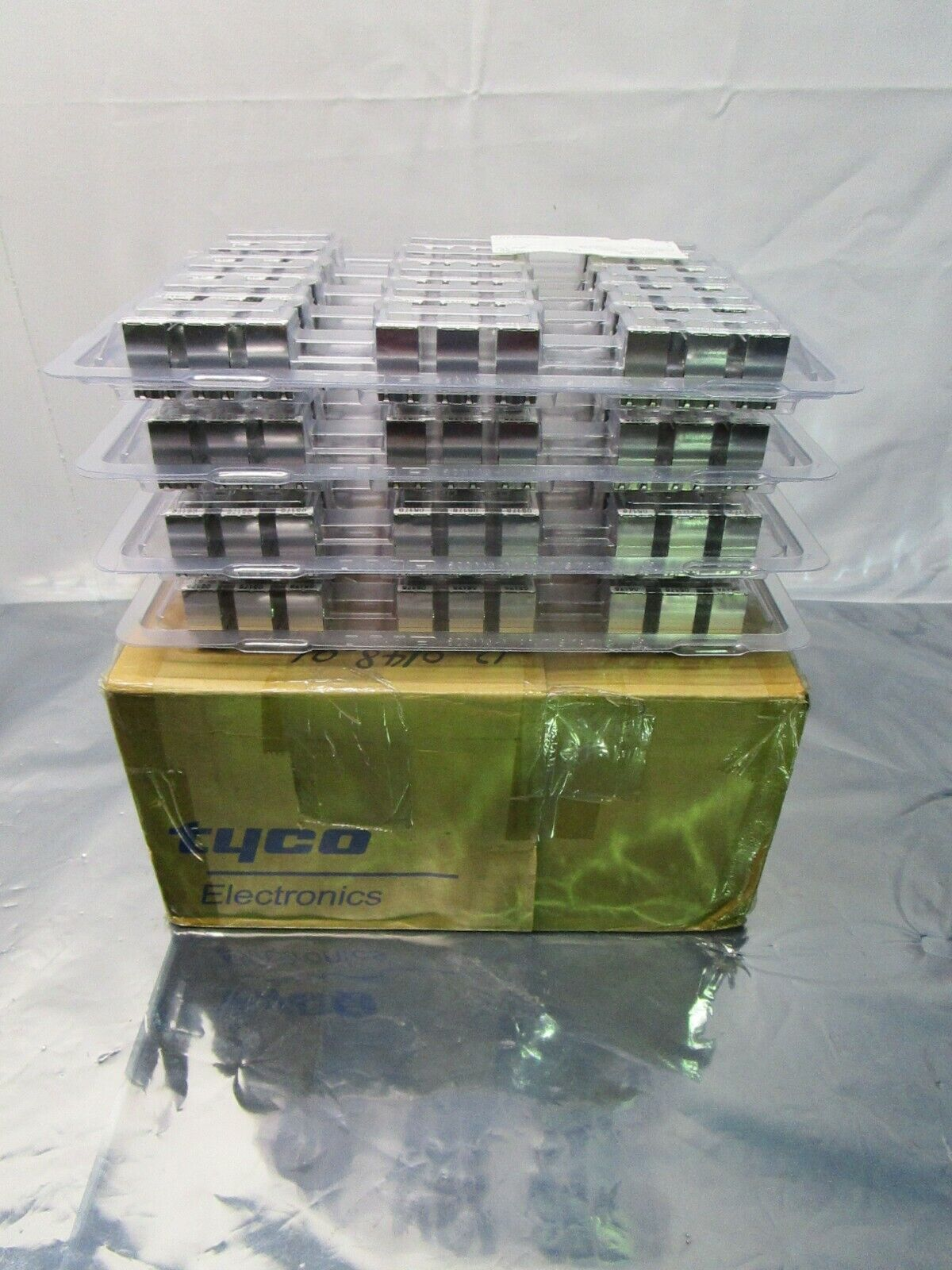 1 Lot of 40 TE connectivity AMP Brand 2170551-1 1X6 CAGE ASSEMBLY, 102341
