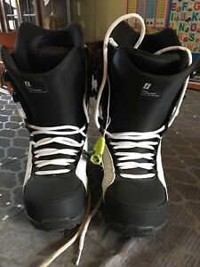 FORUM Fastplant snowboard boots, MENS 9