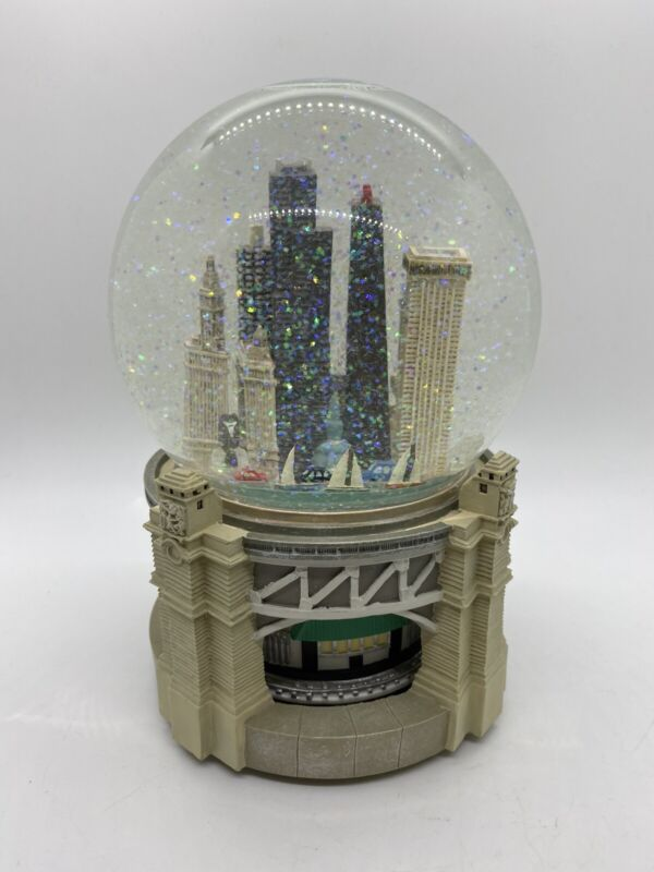 Bloomingdales Chicago Musical Snow Globe Revolving Base Plays My Kind of Town