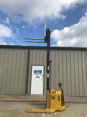 2009 Yale Walkie Stacker - Walk Behind Forklift - Straddle Lift Only 3679 Hours