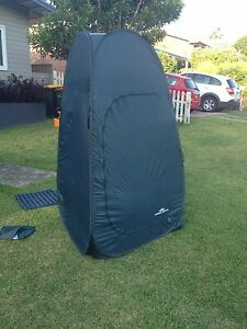 Pop up shower changing tent with floor mats Port Macquarie Port Macquarie City Preview