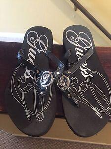 Guess thong flip flops