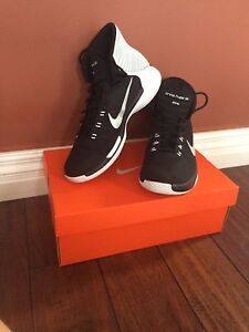 Nike men's size 10.5 black and white basketball shoes