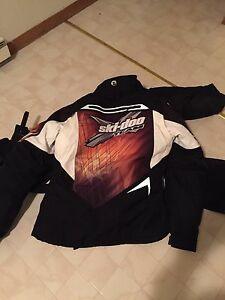 Womens size med skidoo suit like new