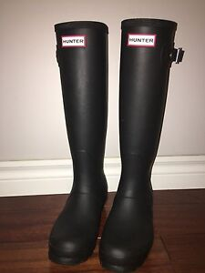 Matte black hunter boots with white stripes size 6 women's
