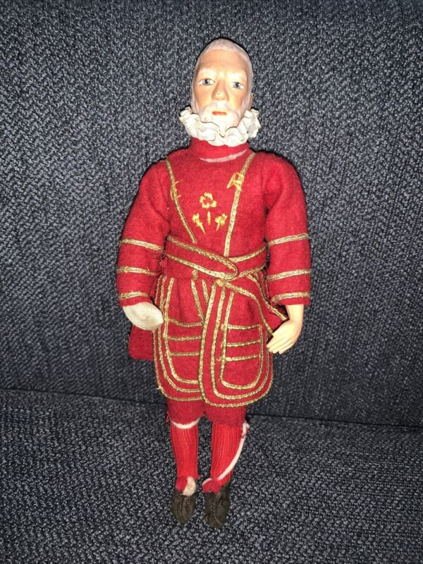"Antique 10"" England Antique Old Man Yeoman Warder ""Beefeater"" Guard Red Uniform"