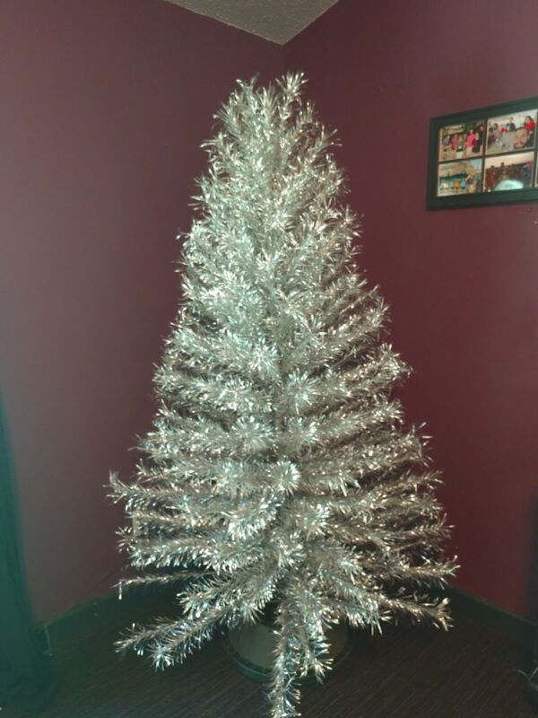 VINTAGE MIRRO 7' MAJESTIC CHRISTMAS TREE 200 BRANCHES! NO STAND BEAUTIFUL 1960s