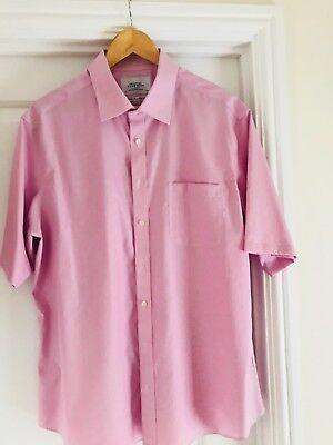 (Charles Tyrwhitt Pink/White Fine Stripe Short Sleeve Shirt. Slim Fit)
