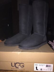 UGG boots -BRAND NEW new size 6