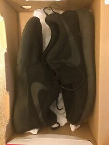 Sz 10 Nike roshe 8.5/10 condition