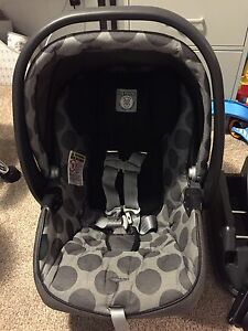 Peg Perego Primo Viaggio 30/30 infant car seat and bases