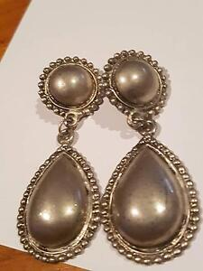VINTAGE 4CM Sliver drop earrings with beading - for pierced ears Lockleys West Torrens Area Preview