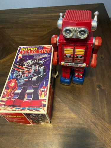 SJM ROTATE-O-MATIC SUPER ASTRONAUT ROBOT TIN TOY w/BOX