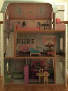 Kid craft Dollhouse. Comes with furniture.