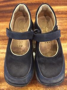 Navy leather Minibel Mary Jane shoes children size 10