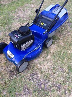 "Victa tornado 4 stroke lawn mower 19"""