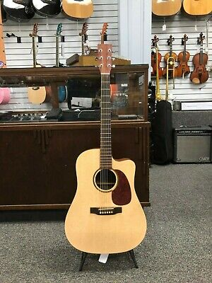 Martin DCXME Guitar, Natural Finish, 2000 Production year in  Great Condition