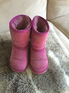 Girls Uggs ( little girls) SZ 11