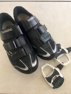 Shimano Ladies cycle shoes and pedals