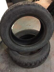 Deux pneus hiver 185/65R 15 T XL. Gislaved