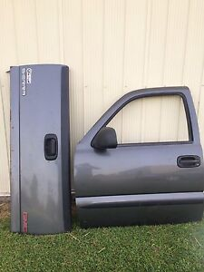 2000 GMC Sierra tailgate and 2 doirs