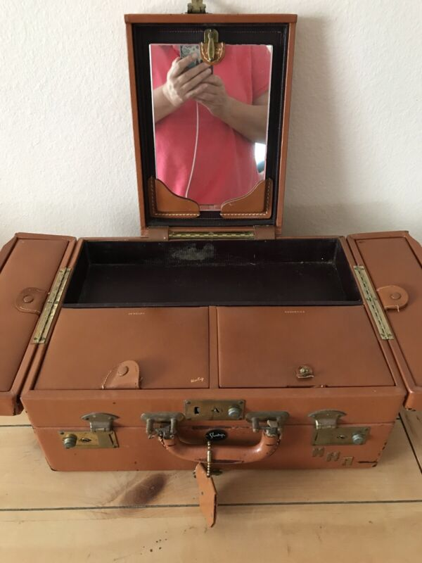 Vintage Leather Jewelry & Cosmetics Case By Shortrip With Keys